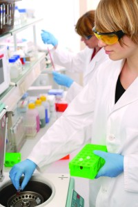 Scientists_in_lab